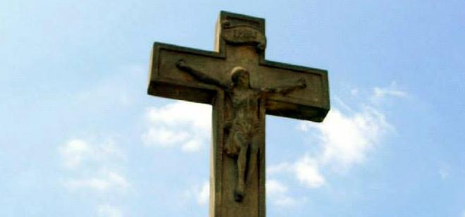San Vicente, cruces y cartelitos.